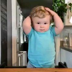 Cute Funny Baby Videos, Cute Funny Babies, Funny Videos For Kids, Cute Kids, Funny Baby Memes, Funny Video Memes, Cute Baby Pictures, Baby Photos, Baby Hug