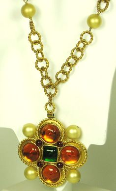 1980s Chanel Gripoix Poured Glass and Imitation Pearl Necklace