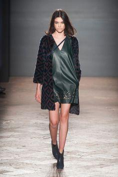 Simonetta Ravizza at Milan Fashion Week Fall 2014 - Runway Photos