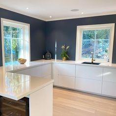 Kitchen Doors, Glass Kitchen, Wooden Kitchen, Ikea Kitchen, Vintage Kitchen, Hells Kitchen, Rustic Kitchen Design, Kitchen Cabinet Design, Layout Design