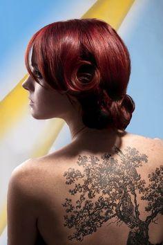 Tatuajes de arboles femeninos y todo su magico significado