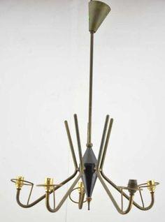Lustre fer et laiton à 5 lumières. années 50. H. 66 cm. Estimation : 20/25 €, adjugé 20€ chez SVV Henri ADAM le 04/06/15 à Tarbes