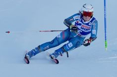 Norway's Nina Loeseth competes during the FIS Alpine World Cup Women Giant Slalom on December 10, 2016 in Sestriere, Italian Alps.  / AFP / GIUSEPPE CACACE