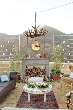 A vintage inspired outdoor wedding lounge area. Photo Source: Santa Barbara Chic. #vintagewedding #weddinglounge