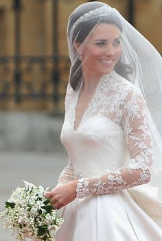 H&M are selling a Kate Middleton inspired wedding dress for under Kate Wedding Dress, Kate Middleton Wedding Dress, Kate Middleton Stil, Princess Kate Middleton, Kate Middleton Fashion, Wedding Dresses, Royal Wedding 2011, Royal Wedding Themes, Royal Weddings