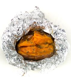 Een zoete aardappel kun je heel goed poffen in de oven. Lekker met olijfolie en peterselie en natuurlijk bij een lekker gebakken visje Paleo, Keto, Healthy Recipes, Healthy Food, Bbq, Good Food, Lunch, Foodies, Drinks