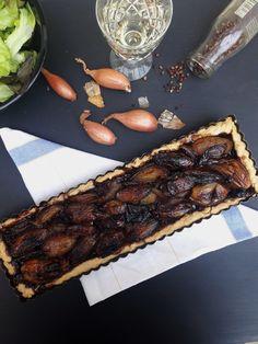 Une sublime tarte aux échalotes confites au vinaigre balsamique et poivre du sichuan