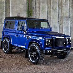 Land Rover Defender 90 Brilliant Blue.