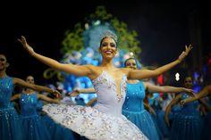 Felipe Rau/Estadão - Primeira escola a desfilar no carnaval de São Paulo, a Pérola Negra trouxea história da Vila Madalena para o Anhembi