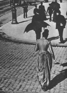 Dans les Rues de Paris vers 1900 • Un Jour de Grand Soleil