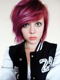 If you looking at a girl who just crossing eighteen to twenty six age level did not try to embrace a emo hairstyle.  But things are not so easy they way they think. Because there is matter of suit as all hairstyles does not suit all. However, some tend to