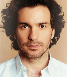 Santiago Cabrera has to be one of THE most beautiful actors I've ever had the honor of watching.
