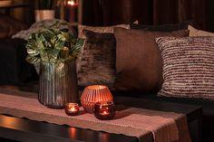 #blackdesign #pillows #dekoration #interiordesign #brown