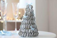 Choinka z makaronu to naprawdę fajna dekoracja na świątecznym stole. Wystarczy już postawić tylko świece lub małe ledowe lampki i nakryć do kolacji :)