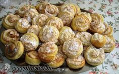 Kókuszos csiga recept fotóval Hungarian Desserts, Hungarian Cake, Hungarian Recipes, Hungarian Food, Waffle Iron, Mini Cakes, My Recipes, Recipies, Cake Decorating
