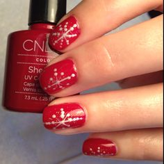 Snowflakes on Shellac Hollywood...I think this would look really cute on toes!