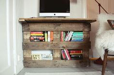Pallet Desk, DIY, Do It Yourself, Small Spaces, Decor ideas, Home decor,  Living Room, Home Office, Easy Project