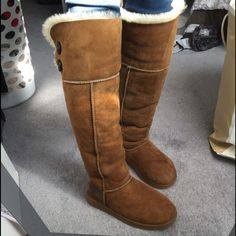 love wearing these boots during the winter time keeps me warm!These boots are cute and comfy!, I would recommend this to a friend. Uggs On Sale, Ugg Boots Sale, Ugg Boots Cheap, Bow Boots, Sexy Boots, Ugg Bailey Button, Bailey Bow, Furry Boots, Sexy Stiefel