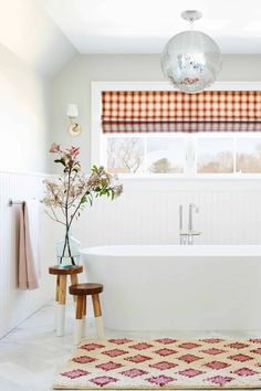 12 Tips To Make A Spec Home, Special...With Max Humphrey - Emily Henderson #homedesign #homeimprovement #interiors #homehacks Bathroom Wall Decor, Bathroom Colors, Master Bathroom, Bathroom Ideas, Colorful Bathroom, Bathroom Trends, Bathroom Designs, Bathroom Renovations, Bathroom Inspiration