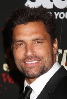 Manu Bennett Picture Jonathan Manu Bennett  October 10, 1969 in Rotorua, New Zealand Gracing international covers such as Muscle and Fitness and Men's Health Manu Bennett is capturing the attention of filmmakers and fans with his extraordinary presence and talent. Of Maori descent and born in Auckland, New Zealand to a singer and a fashion model, Manu's family relocated to Australia soon after his birth.