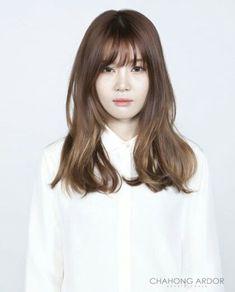 Memories of Roses Permed Hairstyles, Hairstyles With Bangs, Pretty Hairstyles, Korean Hairstyles, Medium Hair Cuts, Medium Hair Styles, Short Hair Styles, Rebonded Hair, Korean Short Hair