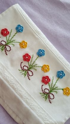 Hand Embroidery Videos, Embroidery Stitches Tutorial, Embroidery Flowers Pattern, Crewel Embroidery, Flower Patterns, Embroidery Designs, Cross Stitch Borders, Cross Stitch Designs, Crochet Square Blanket