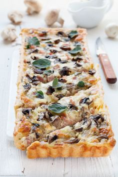 Quiche mit Schinken, Champignons und Mozzarella Quiche with ham, mushrooms and mozzarella Low Carb Chicken Recipes, Easy Healthy Recipes, Quick Easy Meals, Chicken Mushroom Recipes, Mozzarella, Healthy Breakfast For Kids, Vegan Breakfast Recipes, Stuffed Mushrooms, Stuffed Peppers