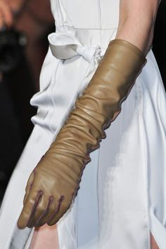 Altuzarra Fall 2014 - love these beige leather gloves! Pair them with white for a sharp contrast, or even have them poke out from under a brown jacket sleeve. The choices are limitless...