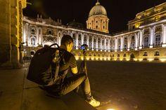 A kijárási korlátozás megszüntetését követően az első fényképezési gyakorlatunk a főváros egyik világörökségi helyszíne, a Budai Várnegyed volt, ahol éjszakai fotózási gyakorlat keretében készítettünk különféle hosszú záridős felvételeket a városról, a pesti panorámáról és a felújítás alatt álló Budai Palotáról. Budapest, Louvre, Travel, Viajes, Destinations, Traveling, Trips