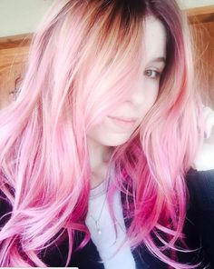 Give yourself a pastel pink 'do + try out the latest hairstyle trend, color melting.