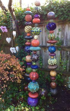 Nice - All For Garden pottery, Glass Garden Art, Metal Garden Art, Garden Crafts, Garden Projects, Diy Garden, Art Projects, Totem Pole Art, Unique Garden, Garden Modern
