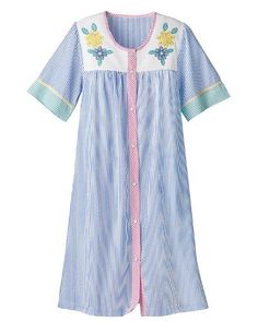 Visit National for the Seersucker House Coat featuring a floral appliqued yoke, yarn dyed fabric which won't fade wash after wash, and easy snap up front. Coat Patterns, Dress Patterns, Cotton Nighties, Housecoat, Nightgowns For Women, Daily Dress, Plus 8, Easy Wear, Seersucker