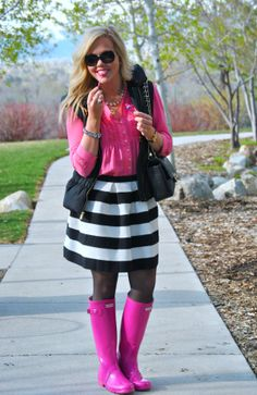 black and white striped skirt hot pink blouse black vest Hunter wellies Pink Hunter Boots, Pink Rain Boots, Hunter Boots Outfit, Wellies Rain Boots, Hunter Wellies, Fur Boots, Welly Boots, Black Vest, Black Blouse