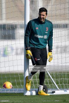 Juventus player Gianluigi Buffon gestures during a training session. Juventus Players, Goalkeeper, Soccer, Training, Football, Goals, Anime, Goaltender, Fo Porter