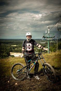 Mattias backend-developer ready to attack the slopes.