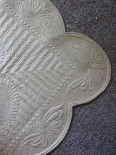 Border detail w scalloped edge