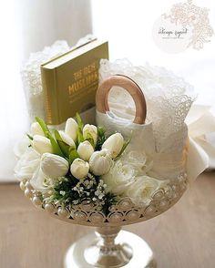 Esok kite sambung spam lg yee .. Kbaiii Hanis | Villamay , Shah Alam p/s - see that? Yg logo belah kanan tu? Akhirnye ade watermark , wakakakaka #hantaranexclusive #hantaranfreshflowers #gubahanfreshflowers #gubahanhantarankl #gubahanhantaranselangor #tulip #roses