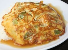 """芙蓉蛋 Egg Foo Yung - Who needs Chinese take-out when you can prepare this simple dish in less than 40 minutes! Use any protein of your choice – pork, shrimp, chicken, beef, ham or crab meat. Together with the sauce, this is a great dish to go with rice. This recipe yields 5 Egg Foo Yung cakes. """"Repinned by Keva xo""""."""