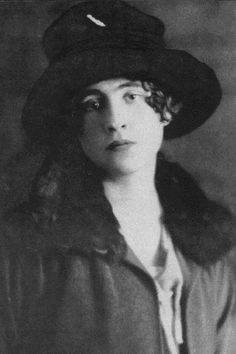 A noted biographer retells the love story of Vita Sackville-West and Violet Keppel in unprecedented depth. Anita Berber, Gwen John, Street Photography, Photography Tips, Landscape Photography, Portrait Photography, Nature Photography, Fashion Photography, Wedding Photography