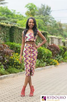 As you know we at Madivas love our cultural heritage, we decided to research the many ways to make the most of your Ankara pencil midi skirts. Here's how t