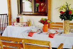Przyjęcie imieninowe z motywem Living Coral | Koral biel złoto | Nakrycie stołu | Dekoracja stołu | Bufet z napojami | Stanowisko z lemoniadą