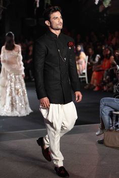 Manish Malhotra at Lakmé Fashion Week winter/festive 2016 Indian Men Fashion, India Fashion, Look Fashion, Mens Fashion, Fashion Ideas, Curvy Fashion, Fall Fashion, Fashion Trends, Winter Wedding Outfits