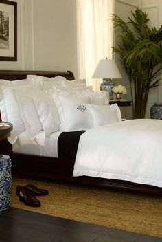 Ralph Lauren Home Classic Hemstitched Collection I adore beautiful. White linen quality bed sheets to fuck in Home Bedroom, Bedroom Decor, British Colonial Decor, Home Living, Beautiful Bedrooms, Luxury Bedding, Home Fashion, Home Furnishings, Cottage