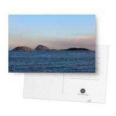 Ilhas no Studio @delcueto na colab55. Claro que o horizonte é um tema dos registros fotográficos deValéria del Cueto. Lógico que o visual de Ipanema, Rio de Janeiro, seria objeto de peças de desi…