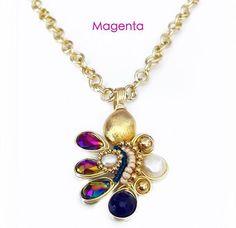 Collar hecho a mano con jade, oro hindú, perla y cristales en chapa de oro. Hecho en México