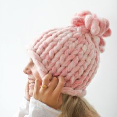 Get ready for winter with this super chunky and cozy knitted hat. Very easy to make! Full picture tutorial.