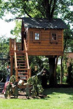 adorable farmhouse cottage design ideas and tiny house decor ideas 48 Tree House Plans, Tree House Deck, Simple Tree House, Tree House Designs, Cottage Design, Play Houses, Kid Tree Houses, Cool Tree Houses For Kids, Bungalow