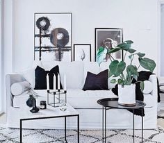 Vitt, mindre marmorbord med svart stålram. Soffbord, hallbord, marmor, bord, möbler, inredning. http://sweef.se/bord/408-jaguaren-soffbord-i-marmor-50x50cm.html