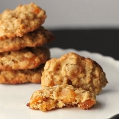 Cookistry: Oatmeal Apricot Cookies I finally got around to these. They are yummy. Oatmeal Cookie Recipes, Oatmeal Cookies, Cookie Desserts, Just Desserts, Dessert Recipes, Yummy Recipes, Apricot Cookies Recipe, Apricot Recipes, Muffins