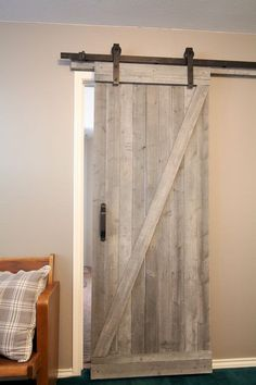 diy home decor - sliding barn door. This easy to make rustic barn door is beautiful and easy to make! I love this for a touch of fixer upper style. Farmhouse is my favorite. Diy Home Decor Rustic, Rustic Farmhouse Decor, Easy Home Decor, Fresh Farmhouse, Farmhouse Style, Farmhouse Design, Farmhouse Interior, Rustic Style, Modern Farmhouse